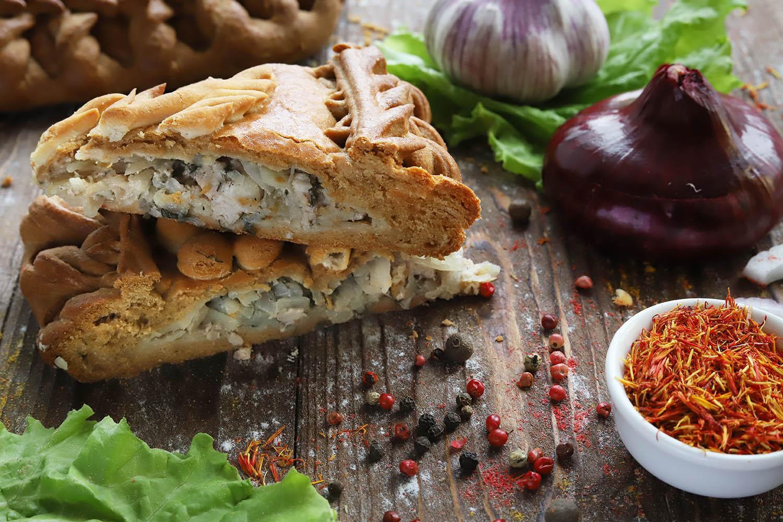 Пирог со свининой, картофелем и луком