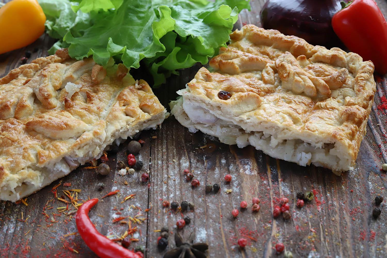 Пирог с курицей и свежей капустой