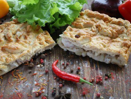 Пирог с палтусом (морской язык), картофелем и луком