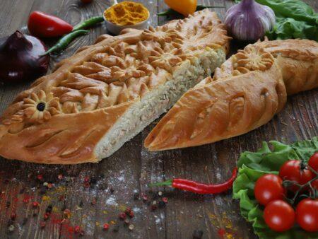 Пирог с сёмгой, картофелем, луком и зеленью