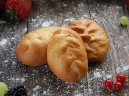 Пирожок с брусникой