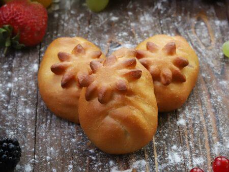 Пирожок с клубникой