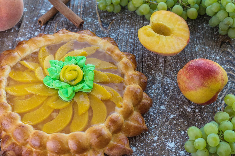 Пирог с персиком и абрикосом