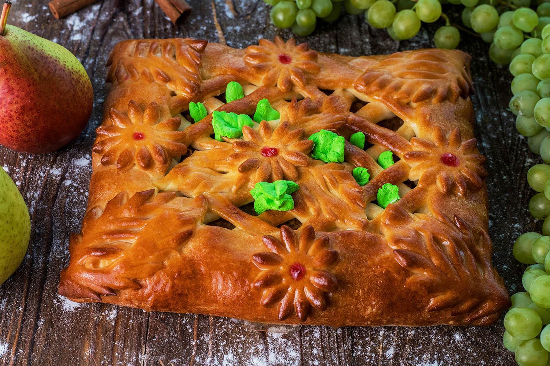 Пирог с творогом и грушей